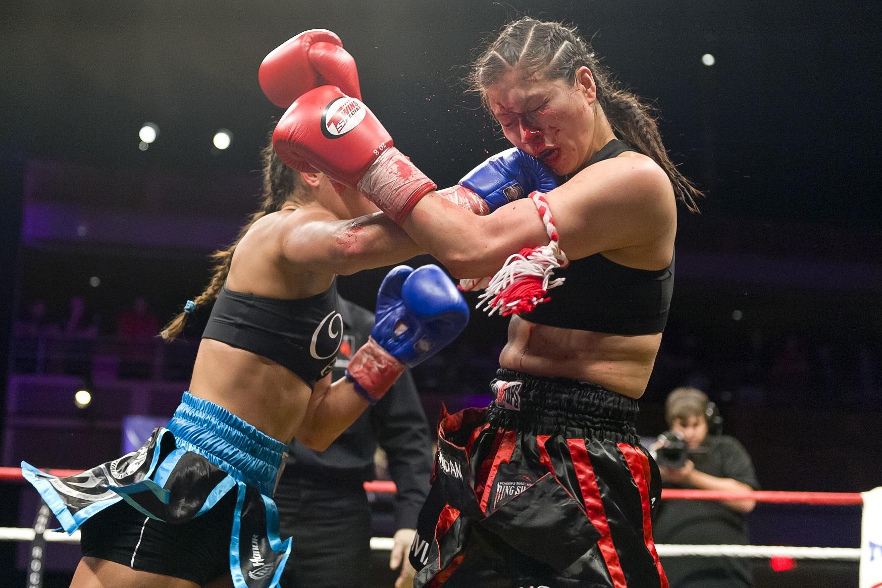 Tiffany Van Soest (Left) vs. Vivian Leung.  Photo by Ray Kasprowicz.