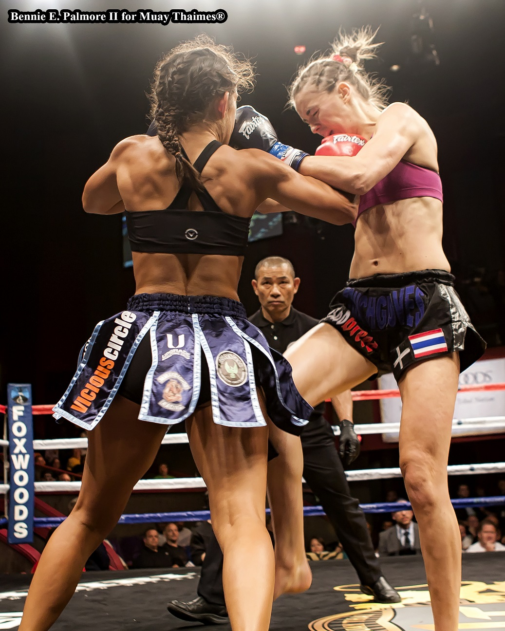 Tiffany Van Soest (left) def. Lucy Payne.  Photo by Bennie E. Palmore II.
