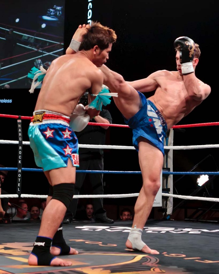 Ognjen Topic (right) vs. Paowarit Sasiprapa at Lion Fight IX on March 15, 2013.  Photo courtesy of Bennie E. Palmore II.