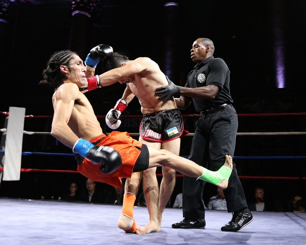 Glory │ K-1 kickboxing is Muay Thai without the clinch, elbows and sweeps. Photo by Peter Marney for Muay Thaimes ®.