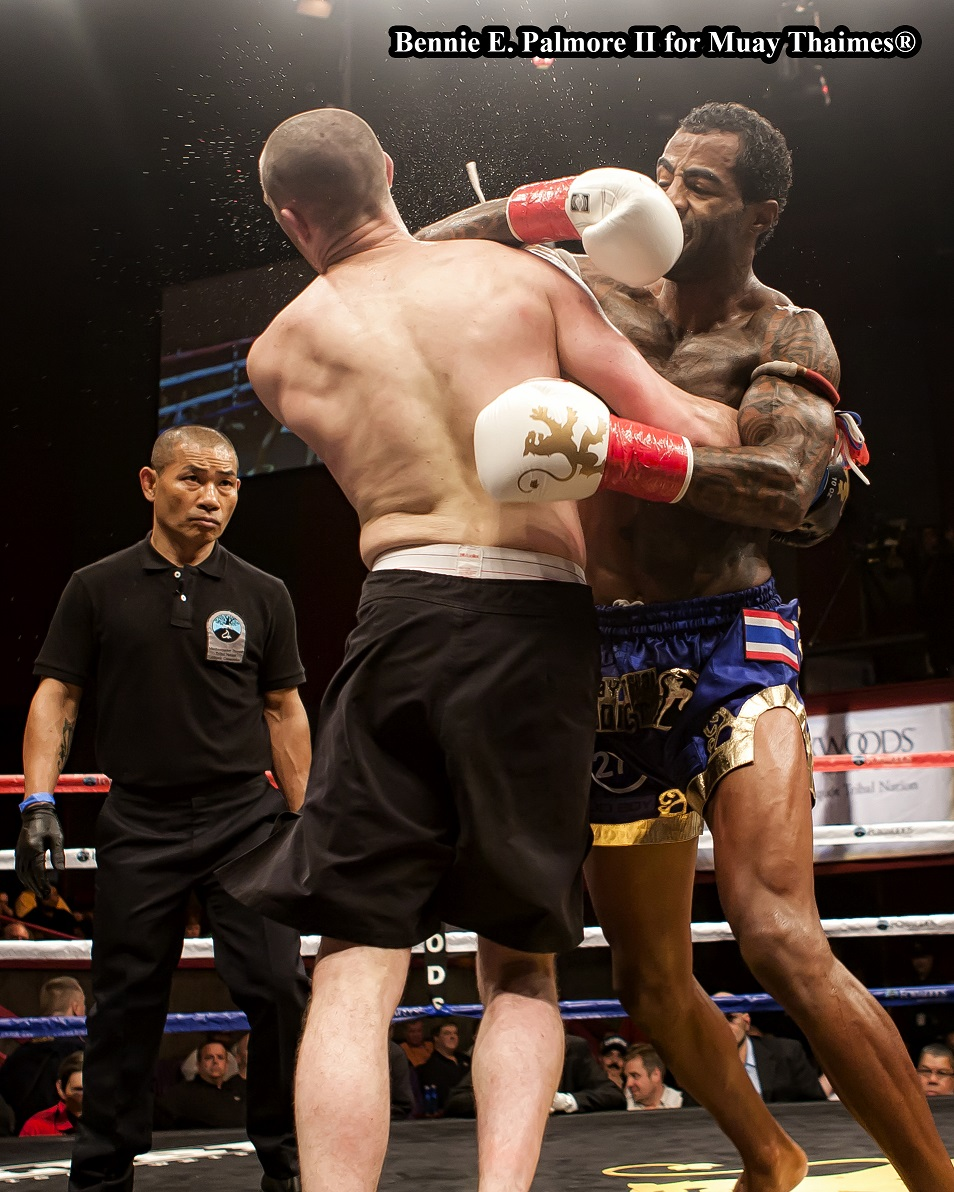 Cosmo Alexandre (right) def. Mark Holst.  Photo by Bennie E. Palmore II.